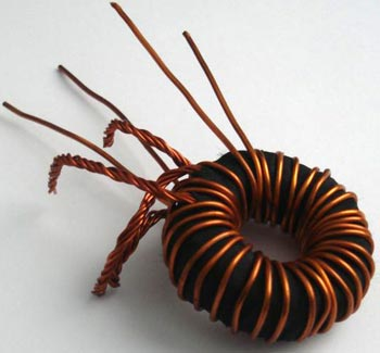 Ферритовое кольцо с проводкой