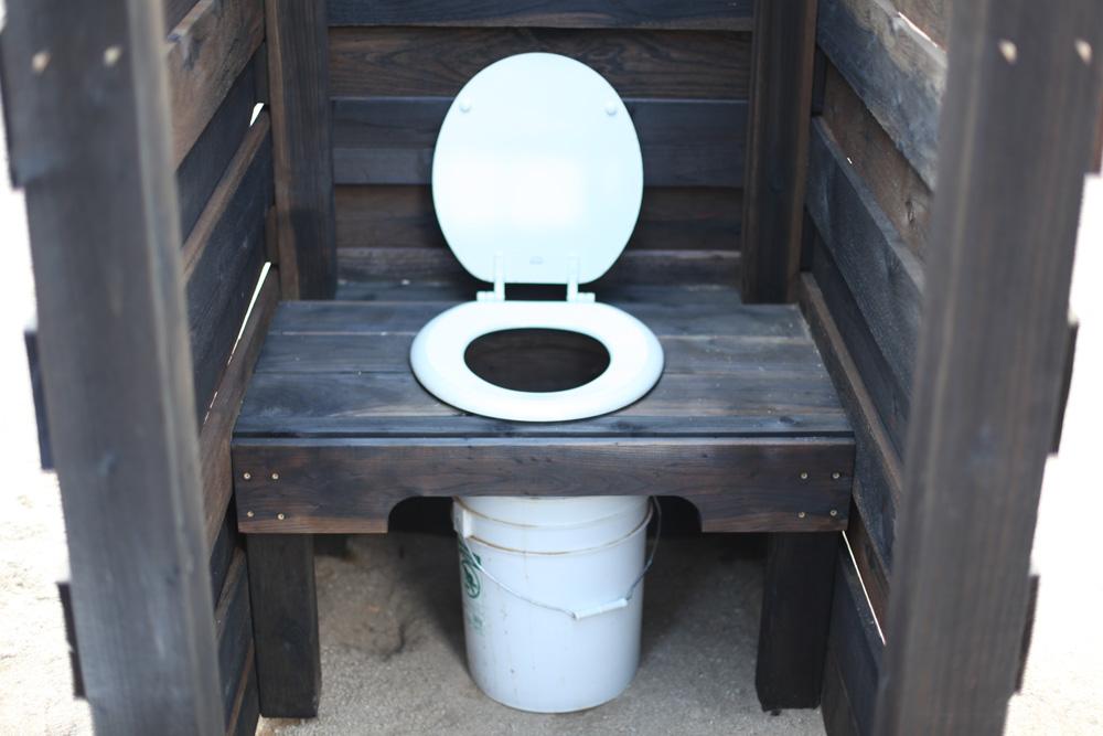 Как сделать благоустроенный туалет в частном доме своими руками фото 16