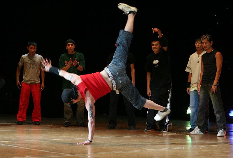 Как научится танцевать брейк данс