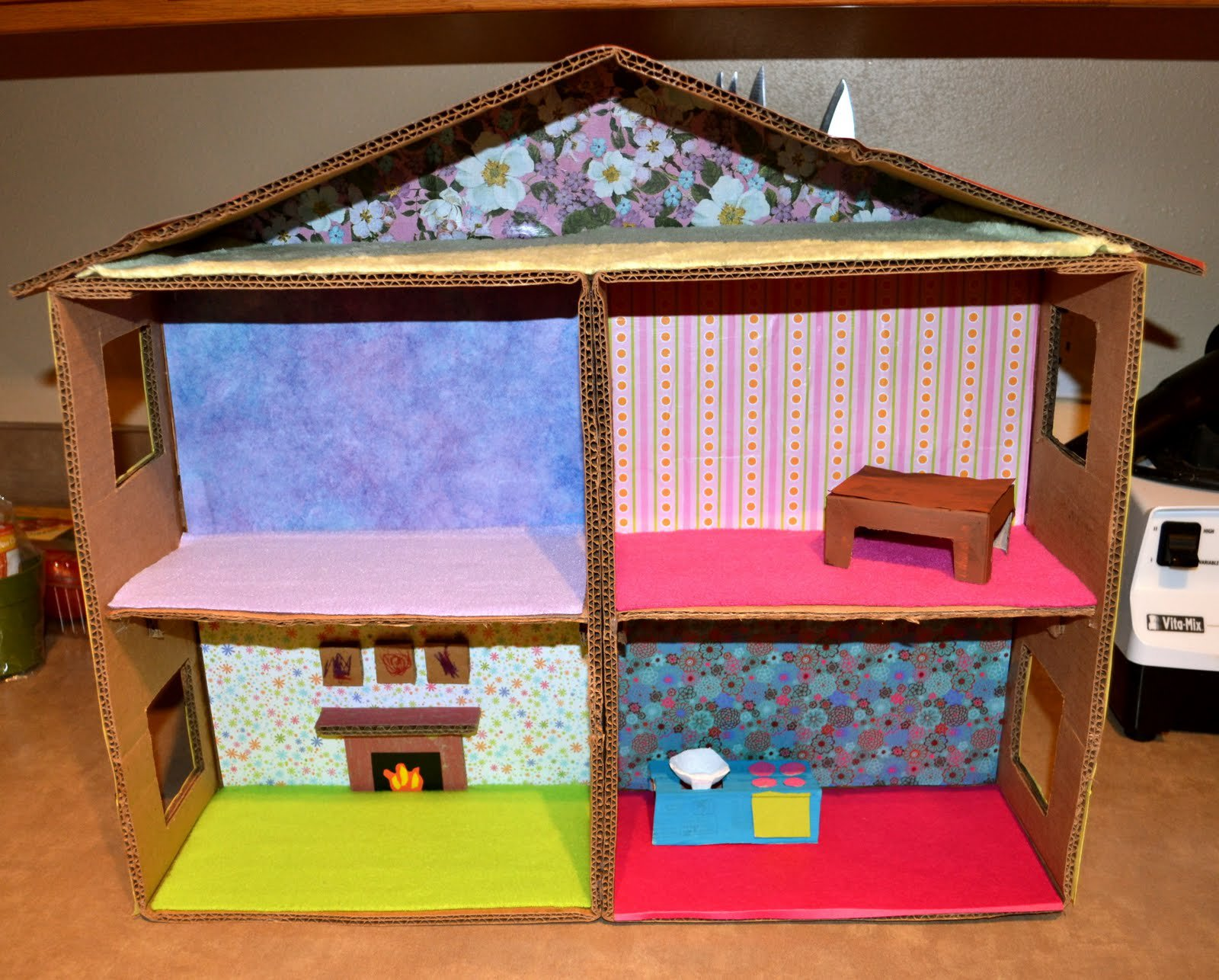Как сделать кукольного домика из картона