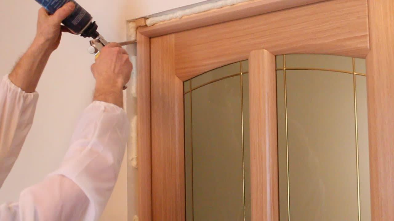 Вставляем дверь своими руками фото